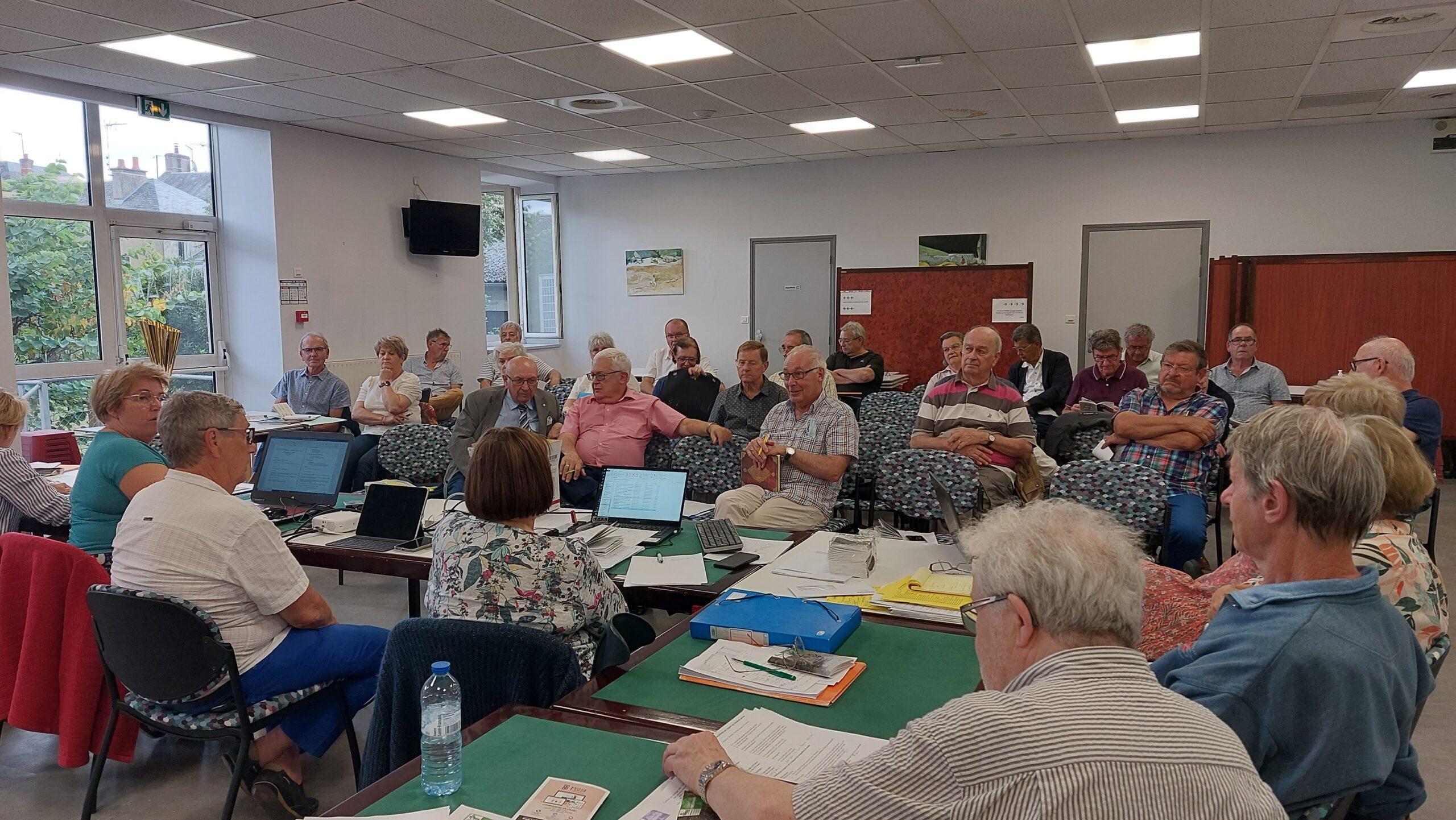 Read more about the article les retrouvailles lors du Conseil Régional et de l'Assemblée